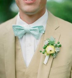 best wedding flowers for men suits Dusty Rose Groom wedding boutonniere ideas for ushers, groomsmen and fathers buttonholes, flowers to match Davids bridal colors, silk flowers Image source Wedding Groom, Wedding Men, Wedding Suits, Wedding Attire, Trendy Wedding, Wedding Styles, Dream Wedding, Tan Wedding, Gatsby Wedding