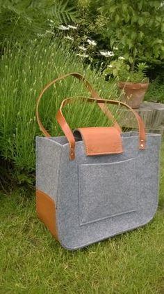 Grau Filz Tasche, für shopping, Frühlingsbeutel, Echtleder Griffe, Einkaufstasche, Filz tote.  Hergestellt aus Filz grau. Filz ist imprägnierte 4mm (0,16), Grundlage der Tasche und der Verschluss ist aus echtem Leder gefertigt.  Große Innentasche.  Gurte sind 2 cm (0,79) breit, 61cm (24) lange Abmessungen ca.: 38 cm (15 Zoll) breit, 30 cm (11,81 ) groß Schließung und Boden der Tasche aus echtem Leder gefertigt  Ich akzeptiere Sonderwünsche, wenn Sie auf der Suche nach unterschiedlichen Größe…