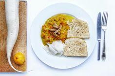 Najlepšie kokosovo-tekvicové kari so šalátom z bielej reďkovky s umeoctom.  #tekvica #tekvicove #kari #kokosovekari #daikon #redkovka #knedla #vegan #nitra #rastlinna #strava #restauracia #donaska #vegetarianske #jedlo