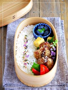 Magewappa bento lunch box in Koban Japanese Bento Lunch Box, Bento Box Lunch, Japanese Food, Cute Food, Yummy Food, Boite A Lunch, Asian, Food Inspiration, Great Recipes