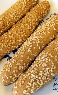 Τραγανά κουλουράκια λεμονιού (νηστίσιμα, με ελαιόλαδο) - cretangastronomy.gr Greek Recipes, Vegan Recipes, Cooking Recipes, Health Diet, Hot Dog Buns, Food And Drink, Sweets, Bread, Snacks