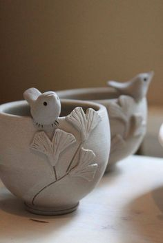40 DIY Pinch Pots ideas to try out - bored art Clay bowls . 40 DIY Pinch Pots ideas to try out – bored art clay bowls Hand Built Pottery, Slab Pottery, Pottery Bowls, Ceramic Pottery, Pottery Art, Pottery Painting, Clay Pinch Pots, Ceramic Pinch Pots, Ceramic Birds