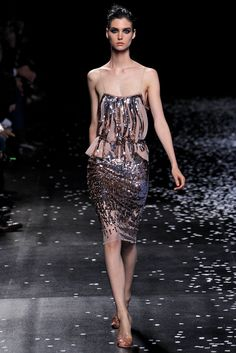 See the complete Nina Ricci Spring 2013 Ready-to-Wear collection.