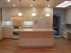 Are you looking for the best lighting for a kitchen room, LED kitchen lighting options and ideas are discussed here, recessed lighting, down lights Recessed Lighting Layout, Cool Lighting, Lighting Ideas, Modern Kitchen Lighting, Kitchen Lighting Fixtures, Led, Downlights, Design, Home Decor