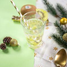 Instant détox : Ressourcez vous avec une infusion au Kiwi ! Kiwi, Table Decorations, Vitamins, Dinner Table Decorations
