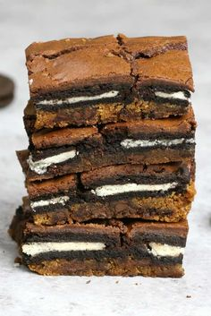 Oreo Stuffed Cookie Brownies – An easy and fun treats that everyone will love. All you need is a few simple recipes: refrigerated chocolate chip cookie dough, oreos, brownie mix, egg, oil and water. So Good! Party food, party dessert recipes, vegetarian. Video recipe.