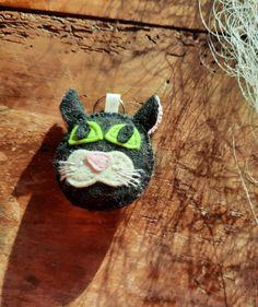 "Schlüsselanhänger ""Katze"" aus Filz von BernadettHackner auf Etsy Turtle, Christmas Ornaments, Holiday Decor, Animals, Etsy, Cat Breeds, Felting, Craft Gifts, Handmade"