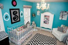 Go vintage, retro, with a splash of modern for a tres chic nursery, with design inspiration from Chevron details and Turquoise color!   #nursery #smartbabies #smarthomesforliving