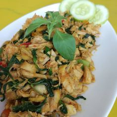 20 Resep masakan ayam paling enak instagram Indonesian Desserts, Indonesian Food, Yummy Chicken Recipes, Yum Yum Chicken, Malaysian Chicken Curry, Chicken Salad, Chicken Meals, Risotto, Dessert Recipes