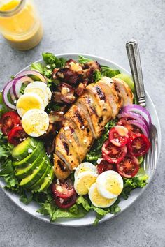 Easy and delicious honey mustard chicken cobb salad is healthy, hearty main dish salad that will leave everyone begging for more. Cobb salad by itself is a wonderful thing Salade Healthy, Healthy Salad Recipes, Healthy Snacks, Healthy Eating, Cobb Salad Dressing, Salad Dressing Recipes, Honey Mustard Chicken, Main Dish Salads, Salad Bar