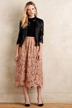 12 ways to combine a midi skirt - Mode Trends - Saias Lace Skirt Outfits, Midi Skirt Outfit, Dress Skirt, Midi Skirts, Pink Lace Skirt, Lace Outfit, Modest Fashion, Skirt Fashion, Fashion Outfits