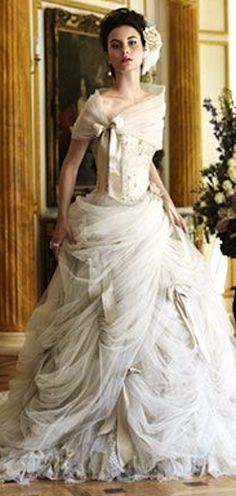 2a5e53c05632 Antoinette by Ian Stewart Steampunkmode, Ian Stuart, Brudklänningar,  Brudklänningar, Bröllopstårta, Klänning