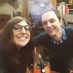 Majim & Shamy - Mayim Balik and Jim Parsons Big Bang Theory Series, The Big Band Theory, Godzilla, Big Bang Theory Merchandise, Sheldon Cooper Quotes, Sheldon Amy, Amy Farrah Fowler, Johnny Galecki, Libros