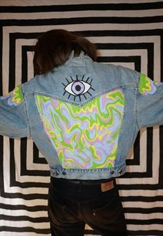 Handgemalte Festival Pastell Trippy Eye Vintage Jeansjacke – garish ish and ne… Hand painted festival pastel trippy eye vintage denim jacket – garish ish and neons – Custom Clothes, Diy Clothes, Diy Fashion, Ideias Fashion, Fashion Outfits, Look Jean, Painted Denim Jacket, Painted Jeans, Denim Art