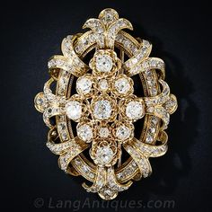 Twelve-and-a-half carats of old mine-cut diamonds sizzle in all directions in this fantastic antique diamond clip brooch, finely crafted in rich 18 karat yellow gold. The central section is composed of 11 larger diamonds each of which shines and sparkles Art Deco Jewelry, Modern Jewelry, Jewelry Design, Victorian Jewelry, Antique Jewelry, Vintage Jewelry, Vintage Pins, Antique Brooches, Diamond Brooch