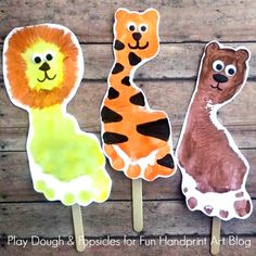 Lions, Tigers, & Bears Footprint Craft for Kids. Excellent preschool craft for Wizard of Oz or the Zoo. Kids Crafts, Easy Toddler Crafts, Daycare Crafts, Toddler Art, Baby Crafts, Preschool Crafts, Projects For Kids, Daycare Rooms, Jungle Crafts Kids