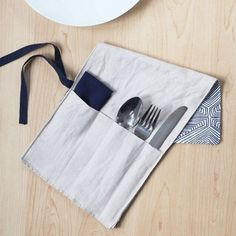 Roll it up and you're ready to go. Make lunchtime eco-friendly with this DIY silverware carrier.
