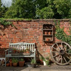 Rustic courtyard garden with herb planters - Rustic courtyard garden with herb planters - Brick Wall Gardens, Brick Garden, Garden Walls, Brick Fence, Small Courtyard Gardens, Rustic Gardens, Courtyard Ideas, Herb Planters, Garden Pictures