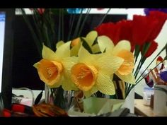 Narcissus paper flower - Full video tutorial at: https://www.youtube.com/watch?v=CY-gV58C-Rg