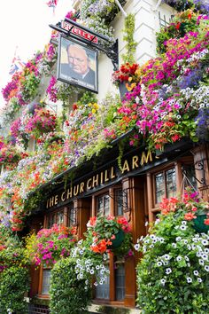 The Churchill Arms on Kensington Church Street on the corner with Campden Street, Notting Hill, London Beautiful World, Beautiful Places, Flower Aesthetic, Parcs, Oh The Places You'll Go, Love Photography, Wonders Of The World, Beautiful Flowers, Scenery