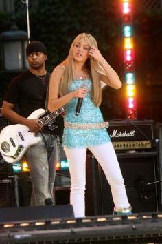Mile Cyrus performing as Hannah Montana