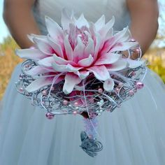 Wedding bouquet Glamelia and boutonniere by Marcellinewedding Prom Flowers, Bridesmaid Flowers, Bridal Flowers, Silk Flowers, Broschen Bouquets, Floral Bouquets, Wedding Bouquets, Single Flower Bouquet, Hand Bouquet
