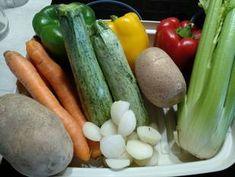 Κύβοι λαχανικών σπιτικοί συνταγή από Anna Beni - Cookpad Pickles, Cucumber, Zucchini, Anna, Food And Drink, Cookies, Vegetables, Drinks, Crack Crackers