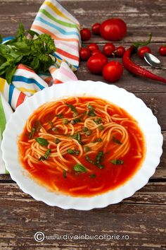 Spicy tomato soup with basil (in Romanian) Summer Recipes, Fall Recipes, Soup Recipes, Cooking Recipes, Healthy Recipes, Healthy Food, Soup And Salad, Soups And Stews, Tomato Soup