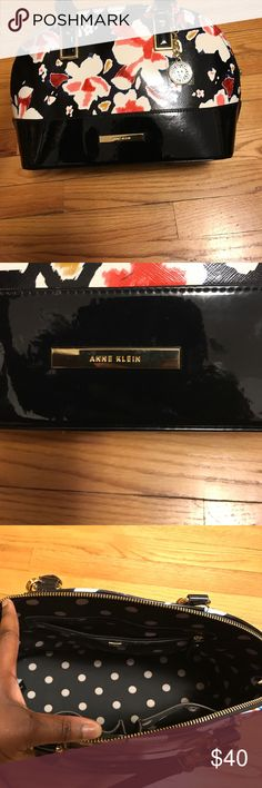Anne Klein blossom handbag Great purse,wore only 3 times.Brought it for my best friends wedding.In amazing condition.Like new Anne Klein Bags