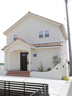 オレンジ色の屋根がプロヴァンスの外観によく似合う Dream House Exterior, My Room, Luxury Homes, Entrance, House Plans, House Design, Architecture, Interior, Outdoor Decor