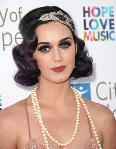 Katy Perry with headband in Gatsby style. best katy perry hairstyles – our top 10 stylecraze great great gatsby hairstyles women Best Katy Perry Hairstyles – Our Top 10 StyleCraze . Vintage Glam, Pelo Vintage, Vintage Makeup, Great Gatsby Makeup, 1920s Makeup Gatsby, 1920 Makeup, Prom Makeup, Hair Makeup, Great Gatsby Hairstyles