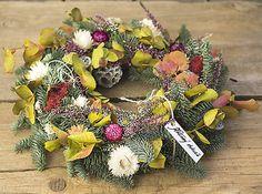 KvetinovyObchodik / Veniec na jeseň i zimu Fall Decor, Floral Wreath, Wreaths, Autumn, Home Decor, Decoration Home, Room Decor, Fall, Fall Decorating