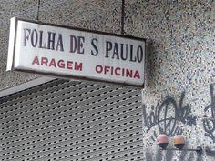 Garagem da Folha na Rua Conselheiro Nébias // notar as partilhas da decada de 60 que revestem sua fachada
