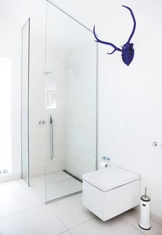 If you are looking for stylish bathroom ideas that you can use for your own home, this is the perfect article that can help you find what you're looking for. Bathroom Inspiration, Interior Inspiration, Vogue Home, House Essentials, Contemporary Bathroom Designs, Simple Bathroom, Family Bathroom, Bathroom Ideas, Modern Farmhouse Decor
