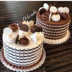 Triple Chocolate Cake with Dark, Milk and White Layers and a Chocolate Drip! Cake Decorating Designs, Cake Decorating Videos, Cake Decorating Techniques, Mini Cakes, Cupcake Cakes, Cupcakes, Chocolate Cake Designs, Kolaci I Torte, Gateaux Cake