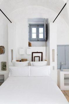 Chambre méditerranéenne, murs chaux blanche   mediterranean style bedroom