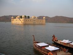 Jalmahal, India. Sobresalen solo dos pisos de los seis inundados para abastecer de agua a otras ciudades.