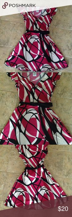 💞💞💞Speechless Dress💞💞💞 💞💞💞Speechless dress that ties at the waist. It's a very figure flattering dress. With short ruffle sleeves. In the colors fusha, black, and white. It's made from 92% polyester and 8% spandex. It also have stretch and is in excellent condition.💞💞💞 Speechless Dresses