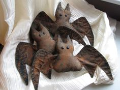 """Free pattern for these cute grungy bats. Another post includes her """"grunging"""" instructions."""