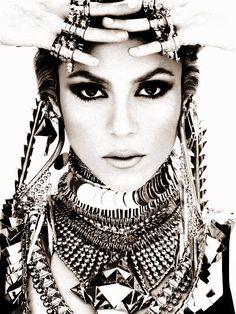 Shakira all adored smokin..........Bella Donna