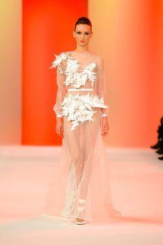 Le défilé Stéphane Roland printemps-été 2014 haute couture http://www.vogue.fr/mariage/tendances/diaporama/les-robes-de-mariee-de-la-haute-couture-2/17268/image/926206#!le-defile-stephane-roland-printemps-ete-2014-haute-couture