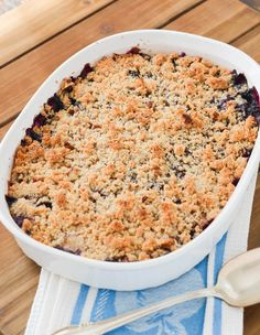 Peach Blueberry Crumble Warm Out Of Oven - 24 Carrot Kitchen Peach Blueberry Crumble, Blueberry Desserts, Crumble Recipe, Crumble Topping, How To Peel Peaches, Toasted Coconut Chips, Mixed Berry Smoothie, Fruit List, Brown Betty