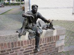 """""""Pieke oet de Stokstroat en zijn hond Maoke"""" Maastricht"""