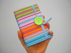Colorida escritura de diario verde rosa azul por Newleafjournals