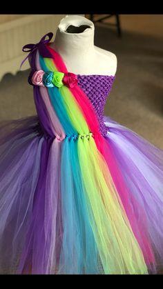 Flower Girl tutu dress available on etsy can be fully customized! Princess Tutu Dresses, Girls Tutu Dresses, Tutus For Girls, Little Girl Dresses, Tutu Outfits, Tutu Sans Couture, Diy Tutu Skirt, Crochet Tutu Dress, Tutu Skirt Kids