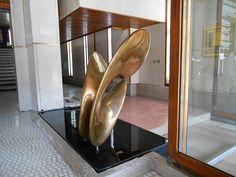 fontana, soppalco, pavimento rosso - negozio Olivetti di Carlo Scarpa - Venezia