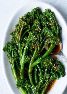 Sautéed Sesame Garlic Broccolini Spicy Sesame Garlic Broccolini - a quick & easy side dish that's great alongside salmon, chicken or tofu! via Spicy Sesame Garlic Broccolini - a quick & easy side dish that's great alongside salmon, chicken or tofu! Broccoli Recipes, Vegetable Recipes, Vegetarian Recipes, Cooking Recipes, Healthy Recipes, Chinese Broccoli Recipe, Fried Broccoli, Delicious Recipes, Easy Recipes