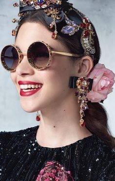 Dolce & gabbana spring/summer 2017 ready to wear - spring trends in 201 Dolce & Gabbana, Filles Alternatives, Lunette Style, Fashion Accessories, Fashion Jewelry, Fashion Clothes, Mode Style, Fascinators, Headpieces