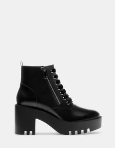 High track ankle boots with velvet laces