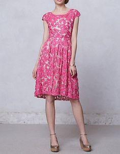 アンソロポロジー☆セレブリティが多数着用☆ゴージャスでリッチなピンクのレースが華やかドレス(P570228)@waja(ワジャ)